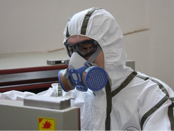 防毒面罩如何正确佩戴