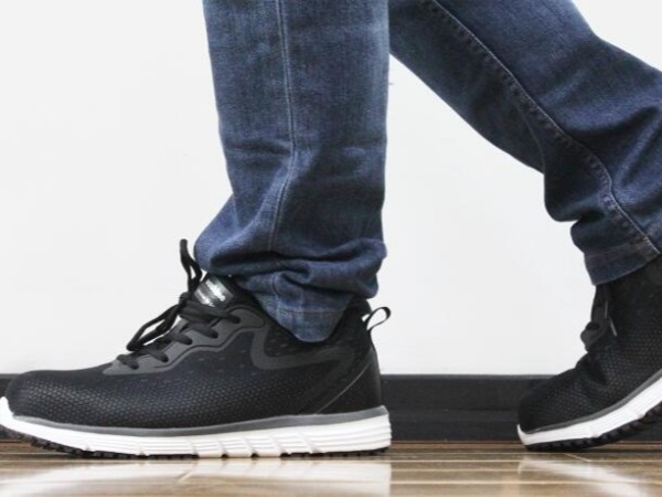 四步让您购买劳保鞋不踩坑,来自华信劳保鞋厂家的嘱咐!