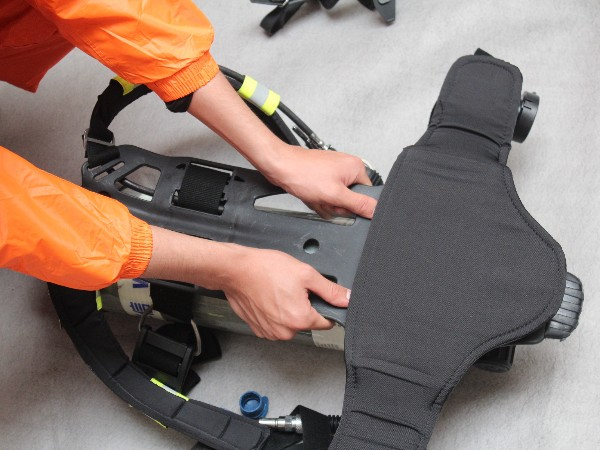 空气呼吸器的使用方法及用前检查