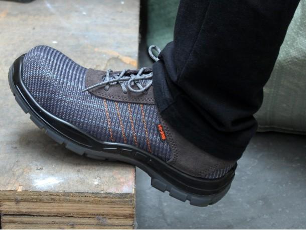华信吉豹飞织安全鞋——春夏季透气的选择