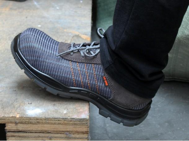 炎热夏日的选择——华信吉豹夏季劳保鞋