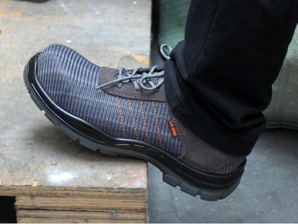 新一代吉豹飞织安全鞋到底有多灵