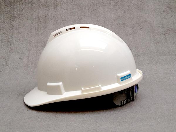 华信安全提醒您ABS安全帽的防护作用的重要性!