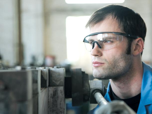 华信WB防护眼镜与雀巢集团的合作案例
