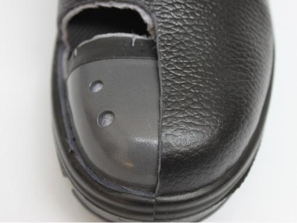 防砸安全鞋的钢包头性能