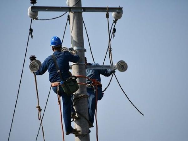 安全帽供应商浅谈电力安全帽的作用