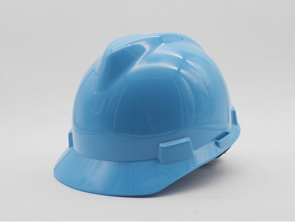 别把ABS安全帽当板凳!