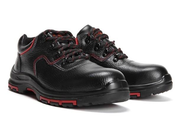 一双合格的防砸劳保鞋应该具备哪些特质[华信安全]